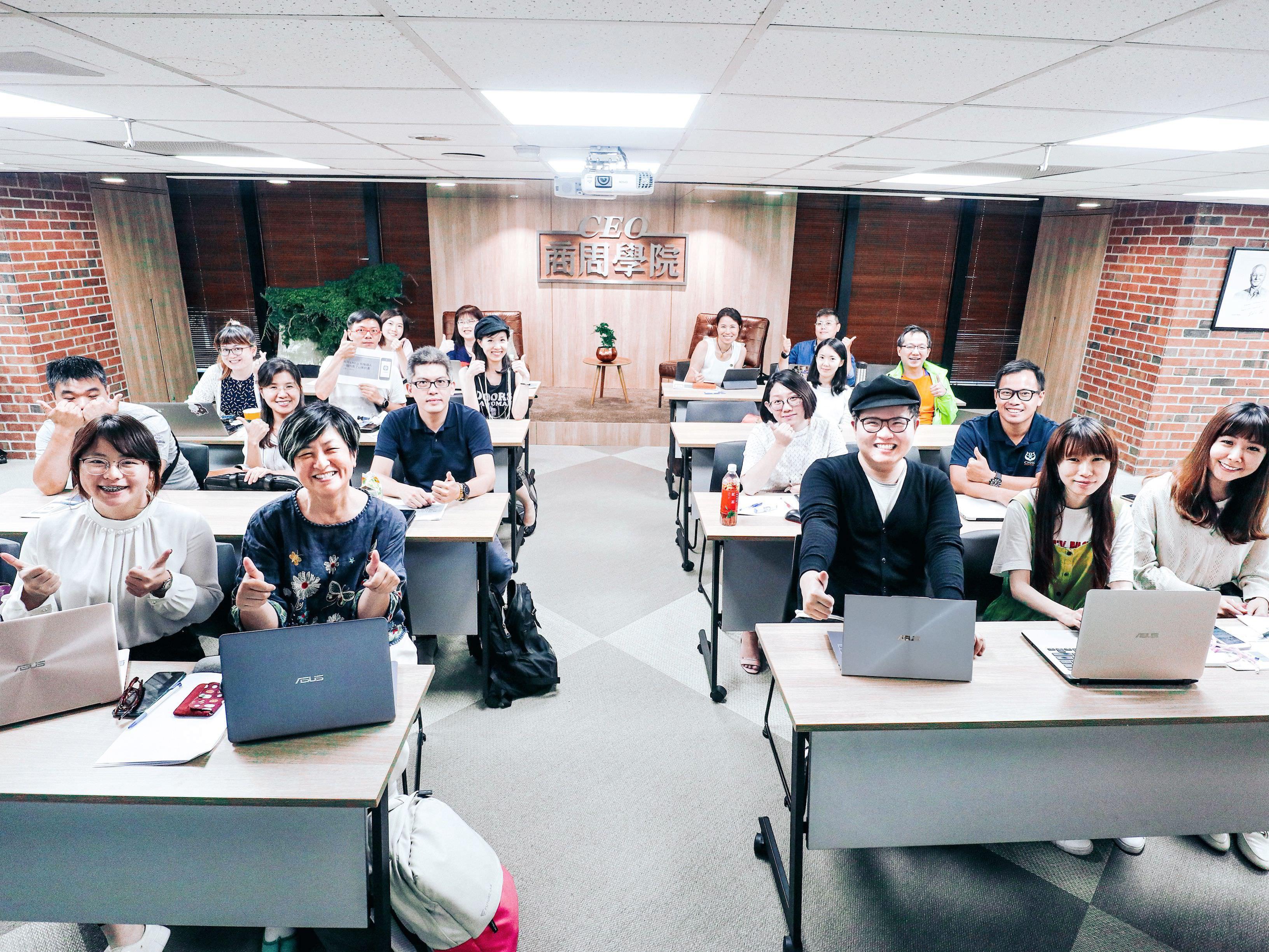 作家/講師/旅人 ZenBook S13 讓斜槓青年 突破框架 美力無邊