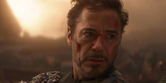 「《復仇者聯盟4》鋼鐵人最後是如何拿到的無限寶石?」這 3 秒畫面很多人都沒看懂! – 我們用電影寫日記